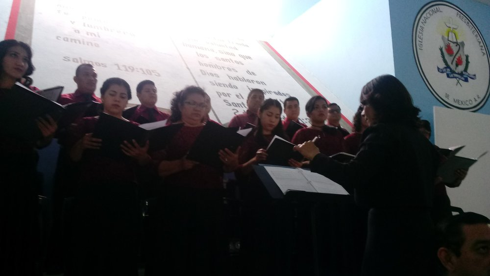 The Choir of Sureste Seminary during the service