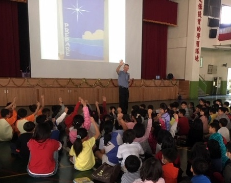 Sharing Christmas Story with Elementary School Students.JPG