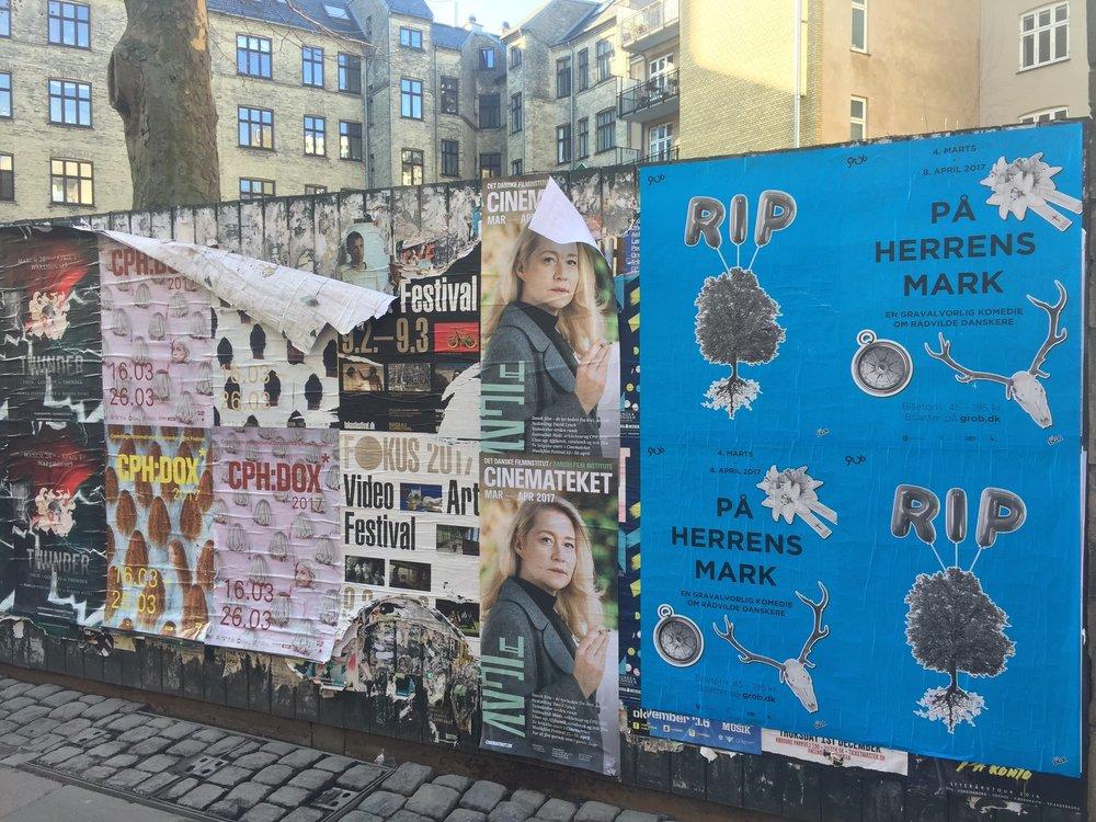 Plakater i bybilledet til På Herrens Mark 2017