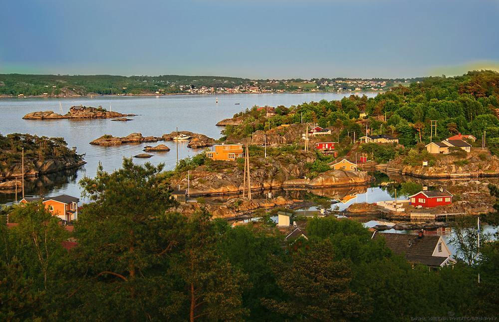 Ikke langt fra Helgeroa (bak i bildet) finner du et fantastisk øyrike med øyene; Store Arøya, Lille Arøya Vesle Arøya og Stokkøya