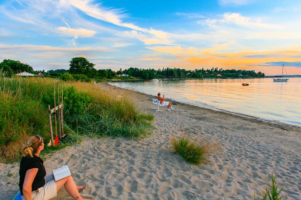 Glem tiden og la deg henføre.En stille sommerkveld i Helgeroa kan du la deg forføre av drømmekysten.