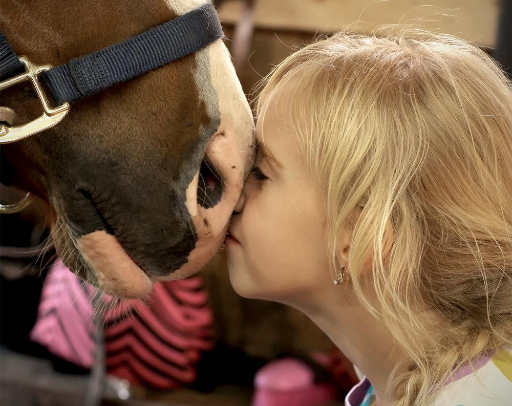 Jente-med-hest.jpg