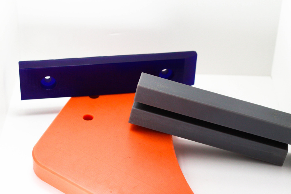 Blue Urethane Skid Bars; Orange Reprocessed UHMW-PE Diverter Arm; Oil filled UHMW-PE Chain Guide
