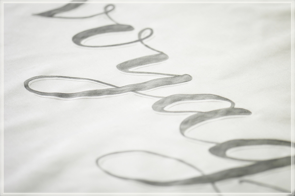 paint calligraphy / hand lettering on fabric banner for weddings and events,   Lettering und Kalligraphie auf Stoff