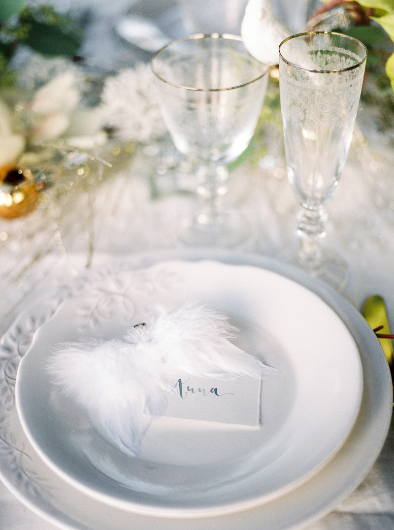 calligraphy-christmas-wedding-table-setting-by-a-creative-affair