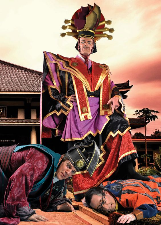 Press Photo from Lamplighters' 2008 production of The Mikado.