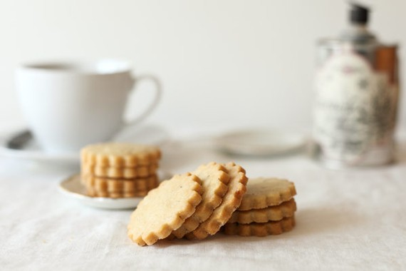 Honey lavender shortbread cookies by Whimsy and Spice