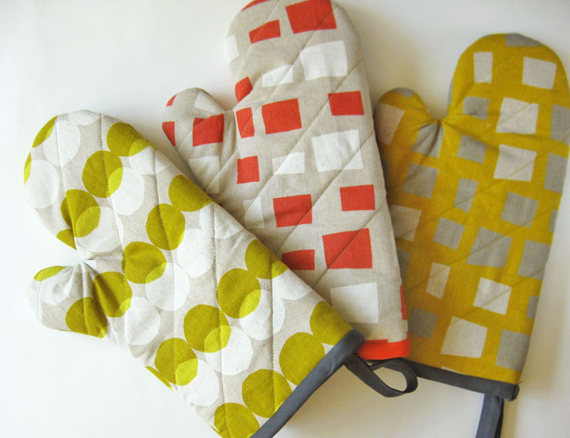 """NEW! Oven mittens in """"kitchen & home""""!"""