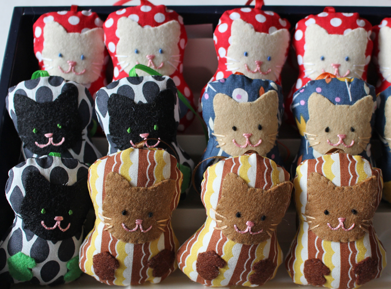 Shop handmade 'kittens with mittens' ornaments!