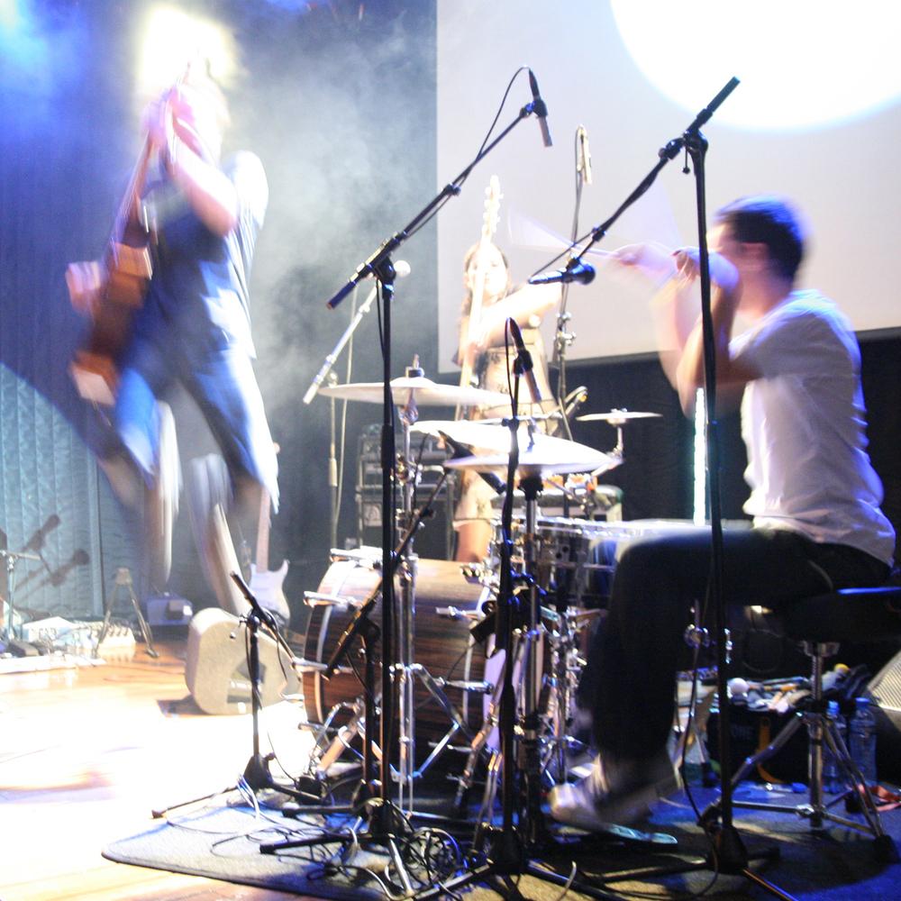Met Pimba op drums en Lisa Beekwilder op bas in Paradiso, Amsterdam, Oktober 2009