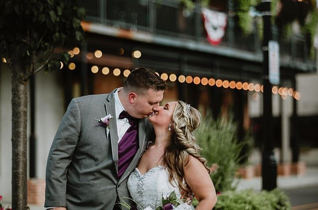 My absolute favorite part of the wedding day are the quiet minutes we get with the couple after the ceremony and family portraits are finished. A little walk through Old Hilliard was just what these two needed after all the build up. 💗