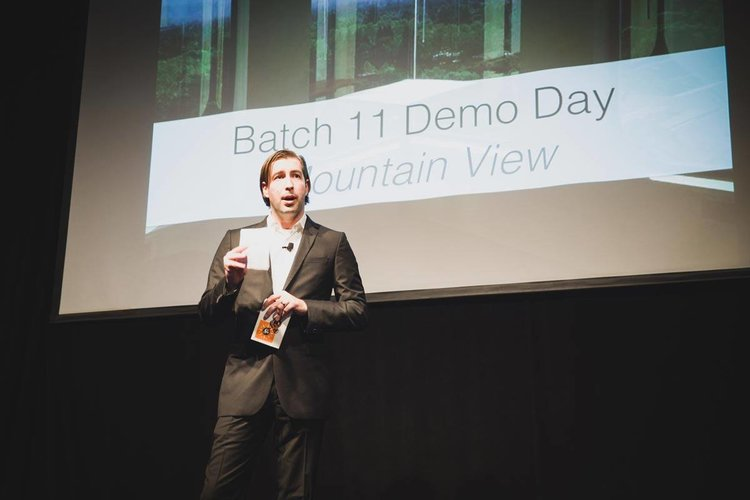 Pitch Deck: Complete Guide to a Pitch Presentation