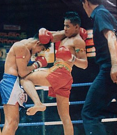 "Jongsanan ""The Woodenman"" Fairtex (in the red shorts) as a young fighter at 19 years old,  fighting Sakmongkol, a long time rival and ultimately good friend.  They fought a total of 5 times, the last of which was awarded 1989 Fight of the Year, the infamous ""Elbow Fight""."