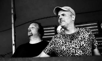 Sportbrigade Sparwasser Mark y Marc son dos Djs veteranos de la escena techno de Berlín; con más de 13 años de trayectoria han participado en los festivales más importantes de Alemania y otros países. En sus mezclas se aprecia untechno pesado, beats rotundos y saturados que crean un flow lleno de energía. Sus raíces musicales van del punk al EBM. Pagina Web        Facebook