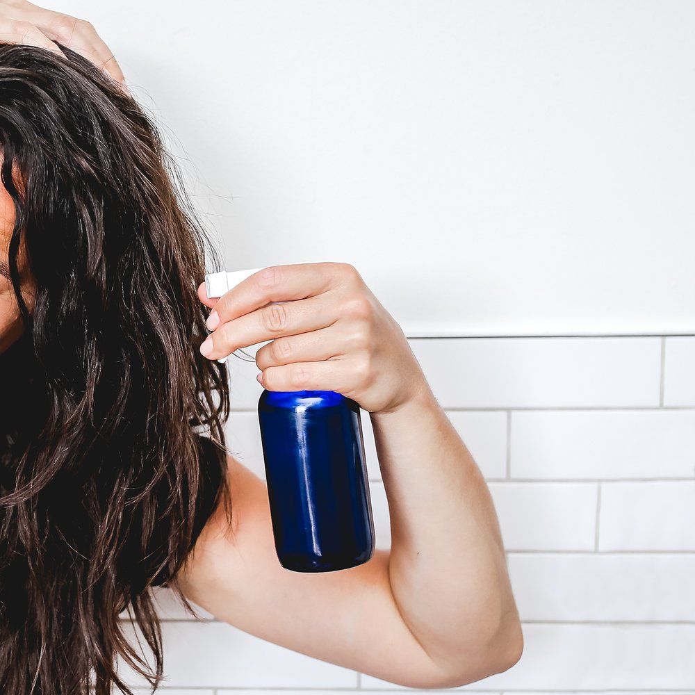 Spray onto wet or dry hair to create definition and light hold