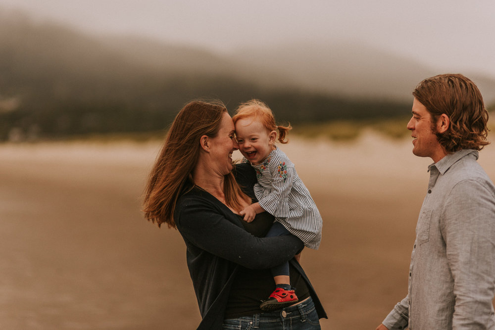 Nehalem Bay State Park family session Oregon photographer (11).jpg
