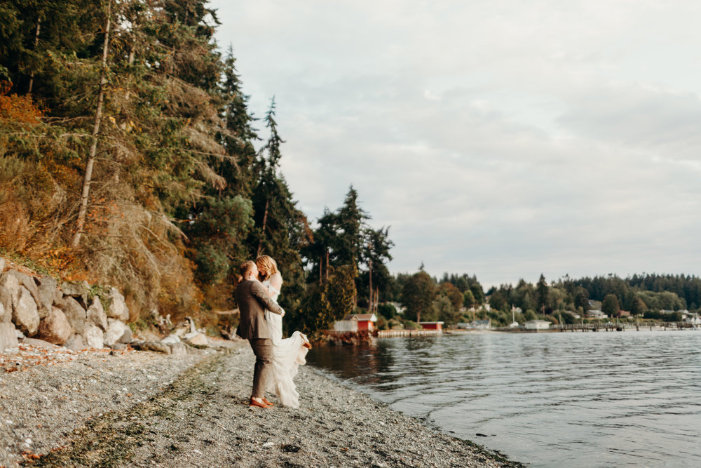 ashley and peter kitsap memorial state park outdoor wedding first look van gachnang photography