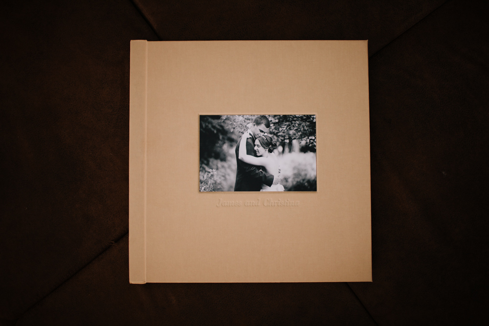 tierney_cyanne_photography_madera_linen_wedding_album_sample_review_8607.jpg