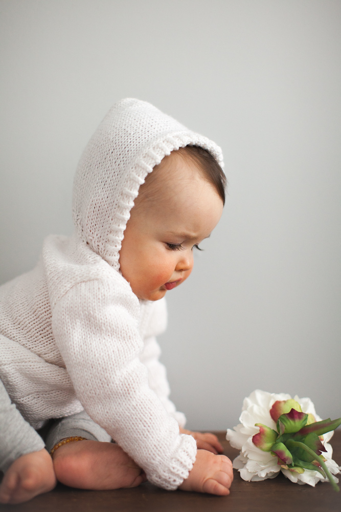 finley_baby_photos_white_sweater_9600.jpg