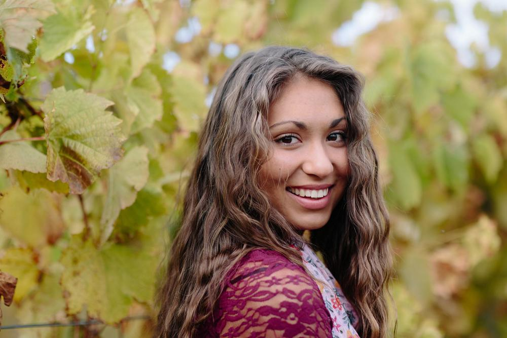 mya_tunkhannock_vineyard_senior_photos_6269.jpg