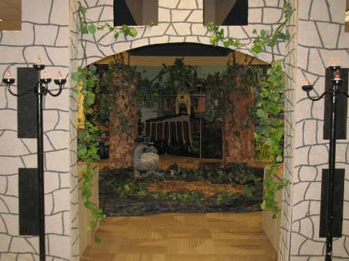 Enchanted Forest:  Archway entrance, swamp pit, enchanted castle scenery, 3 dimensional trees, vines, flicker bulb lamps and more. This set is ready for your princess. Check out the video below.