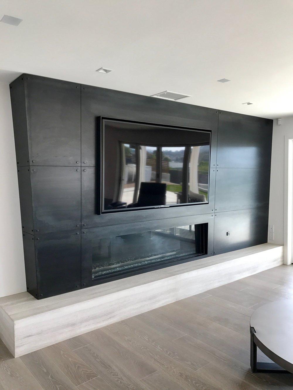 EL SUENO   Fireplace Wall & Bi-Folding Door System