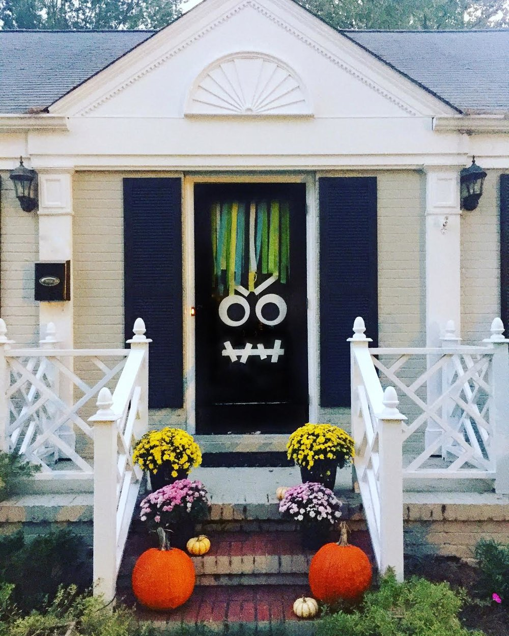 When I think of a DIY project I think of a fun project that I can do after work to unwind and relax. What I DONu0027T want is a project that turns ... & Simple DIY Halloween Monster Door u2014 The Blonde Cottage