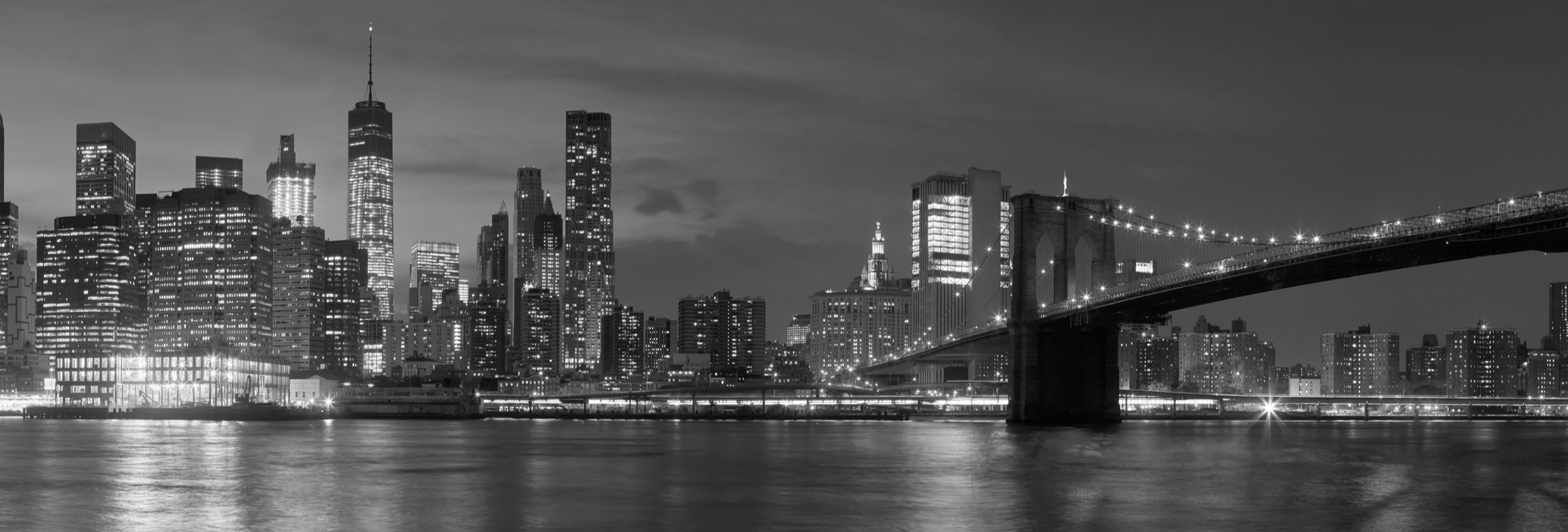 New york city with brooklyn bridge iconic skyline panorama at night in black and white table wrap