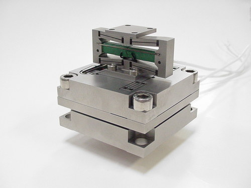 Vacuum rated 3 axis piezo stage (pzt)