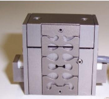 Sub micron step piezo motor