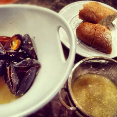 Mussels and Bread.jpg