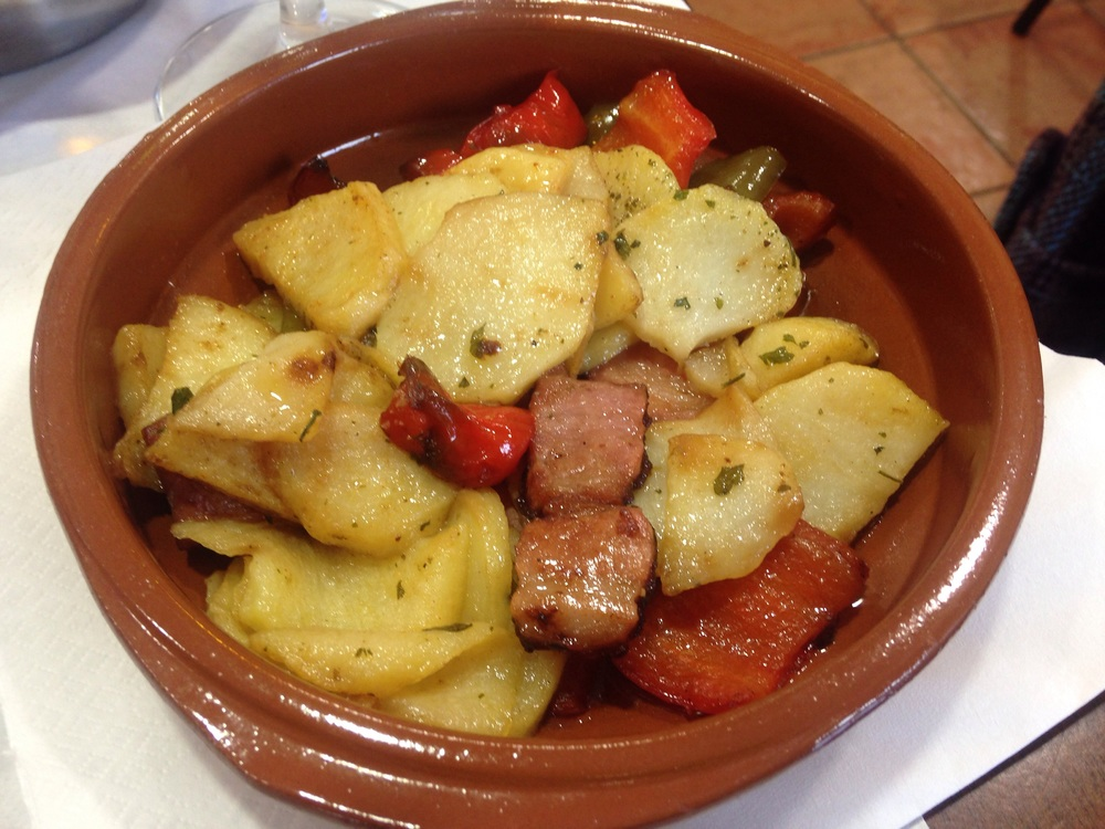 Potatoes with red peppers and ham.