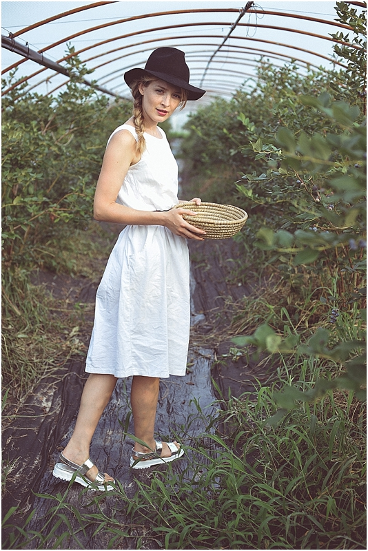BlueberryPickingStyledShootCityGirlSearchingSouthKorea_0030.jpg