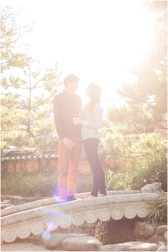 EngagementShootSouthKoreaCityGirlSearchingPhotography_0010.jpg