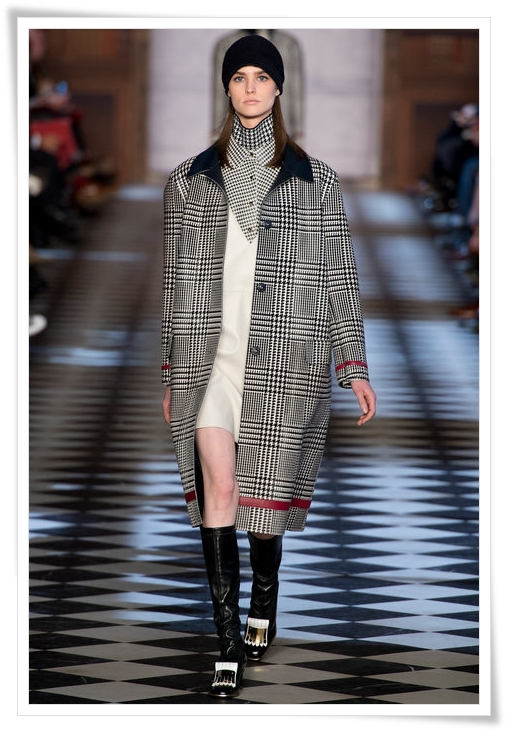 tommy-hilfiger-plaid-coat-fall-2013-a.JPG