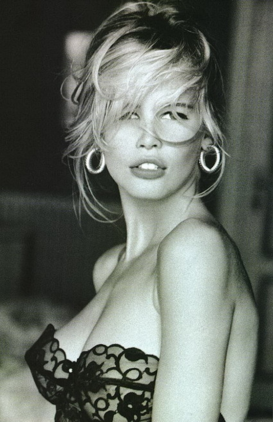 90s-model-claudia-schiffer-guess.jpg