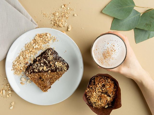 A bit of a gloomy Wednesday. ☁️ Nothing a chai latte & some vegan goodies can't fix. 😋