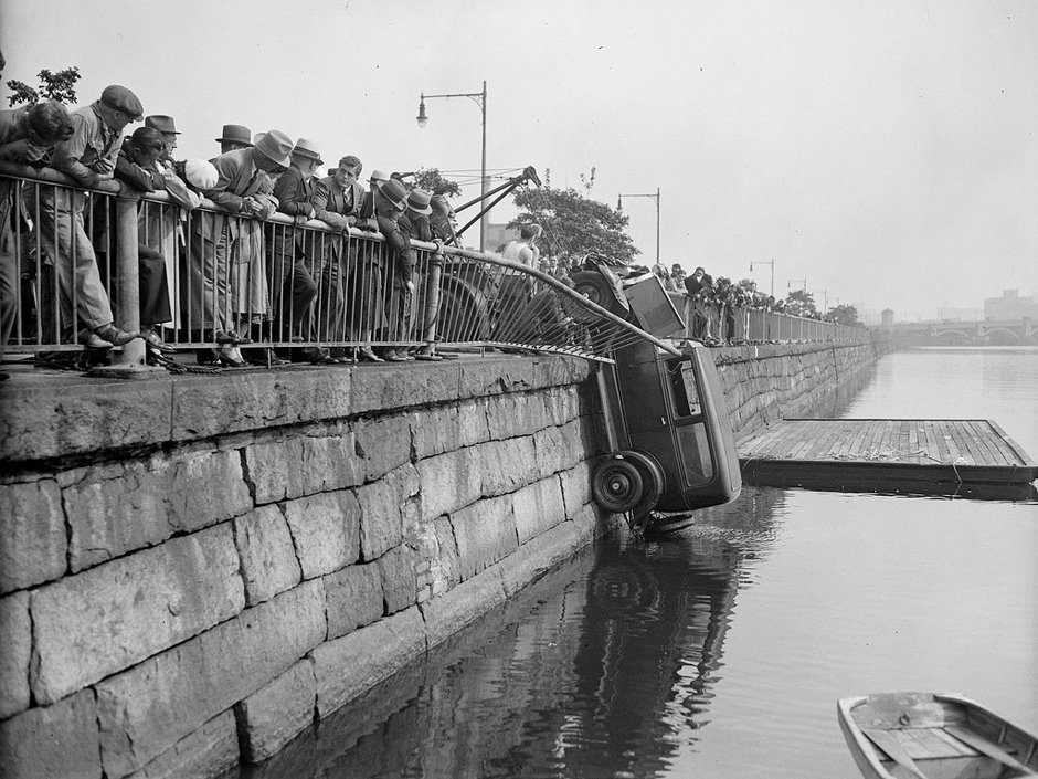 car-wreck-at-charles-river-cambridge.jpg