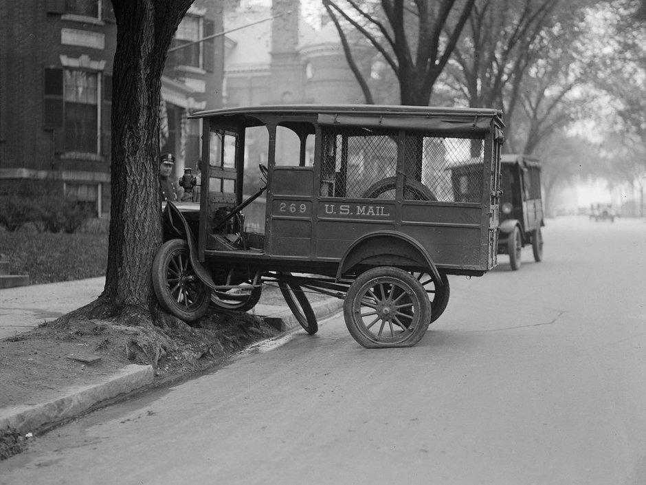 mail-truck-tries-to-climb-tree-comm-ave-boston.jpg