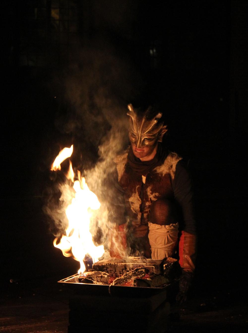 """Ignis Döttrar med eldshowen """"Väsen"""""""
