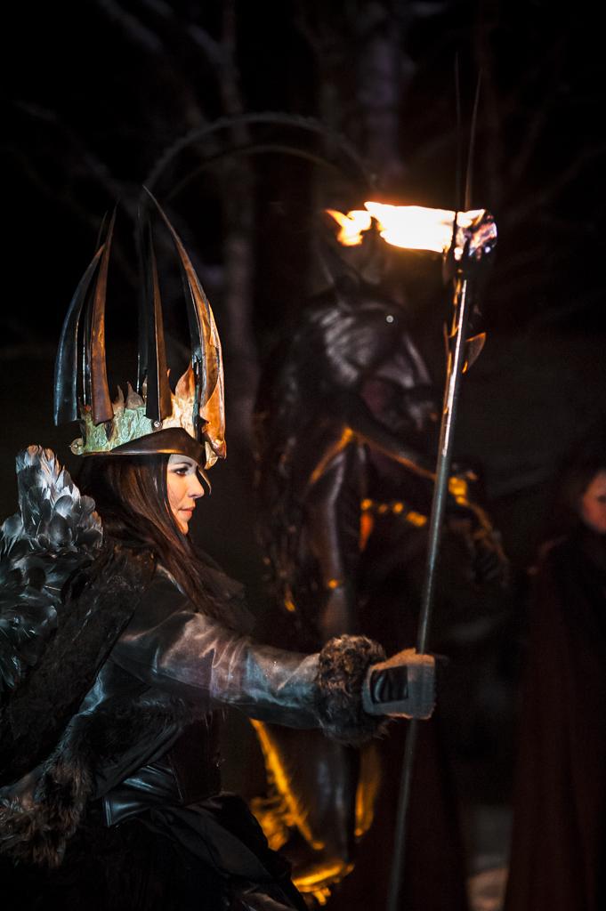 Lucia i folktron akt I, Midvinterglöd 2012. Lucia:  Katarina Borbos och medverkande vokalgrupp Dimmerar´yn. Foto: Martin Burmester