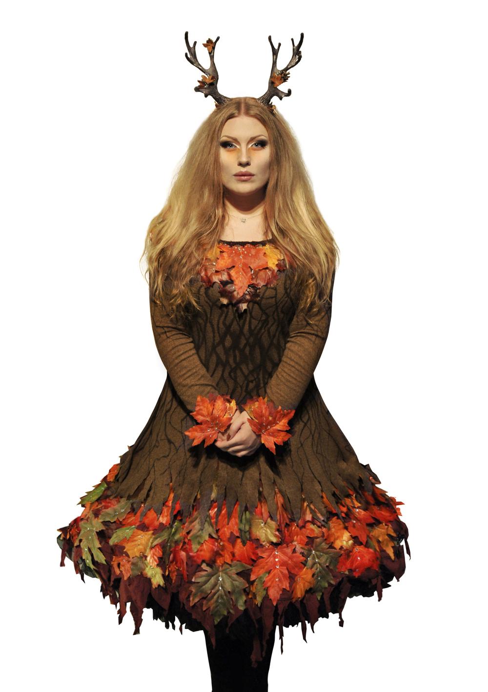 """Malin Mellryd - """"Rymenar"""" bär kronan och traditionenvidaremed Lucia i folktron akt II under Midvinterglöd 2013 - """"Norrskenets Spegel""""!Foto, makeup & modell: Malin Mellryd."""
