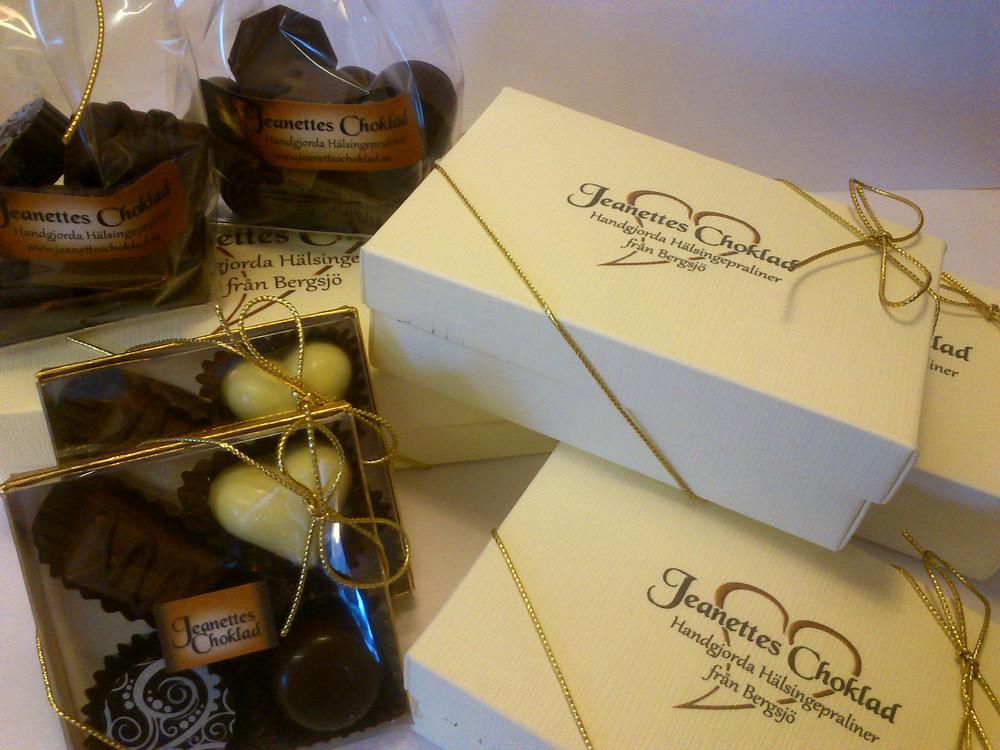 Jeanettes Choklad är ett litet företag från Bergsjö i Hälsingland som tillverkarhandgjorda chokladpraliner.