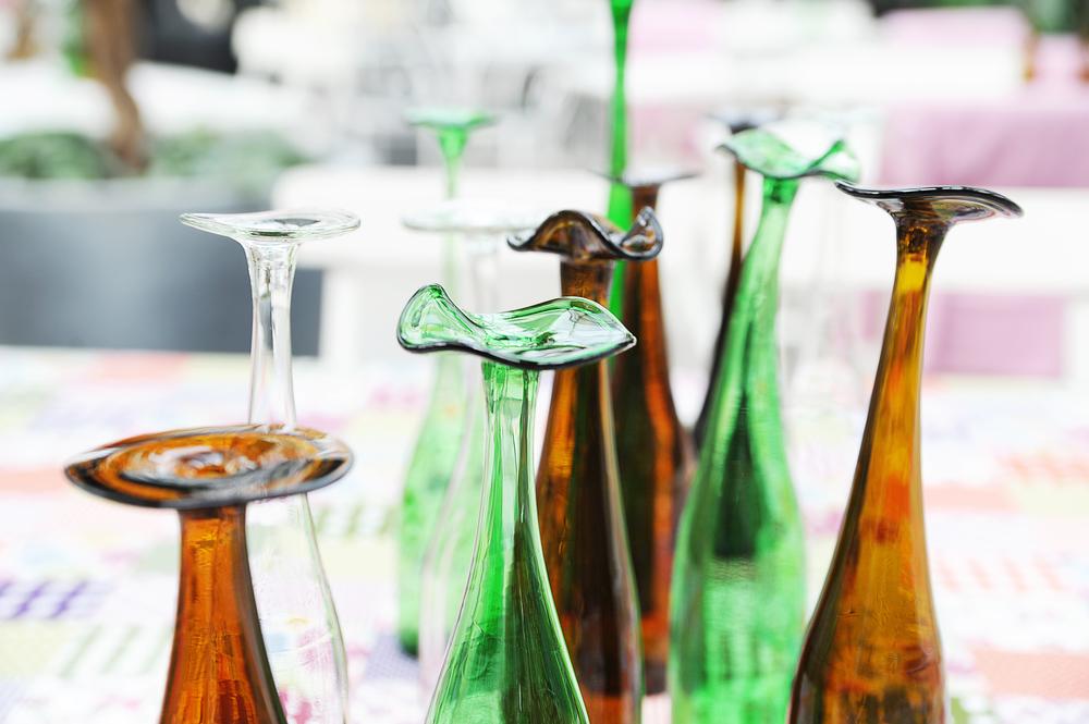 Vaser av glaskonstnären Anny Jernberg, Återbrukshyttan. www.aterbrukshyttan.se