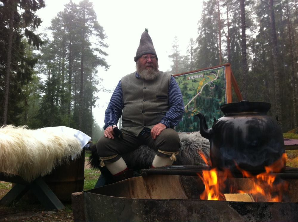 Trolska skogens hustomte hälsar på under Midvinterglöd.  www.trolskaskogen.se