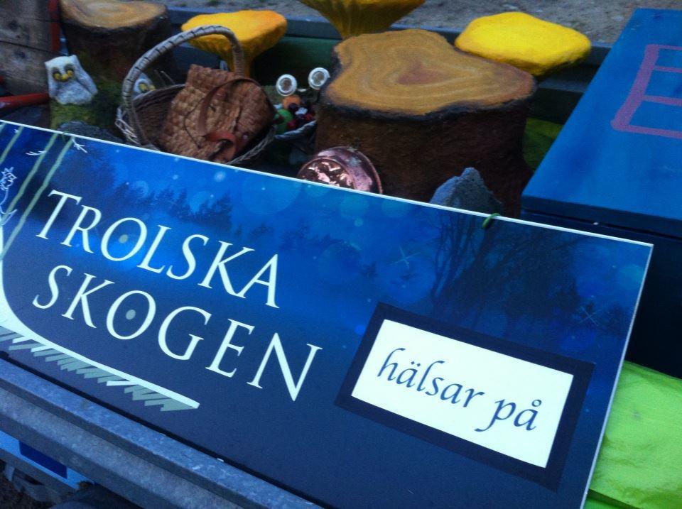 Trolska skogen hälsar på under Midvinterglöd.www.trolskaskogen.se