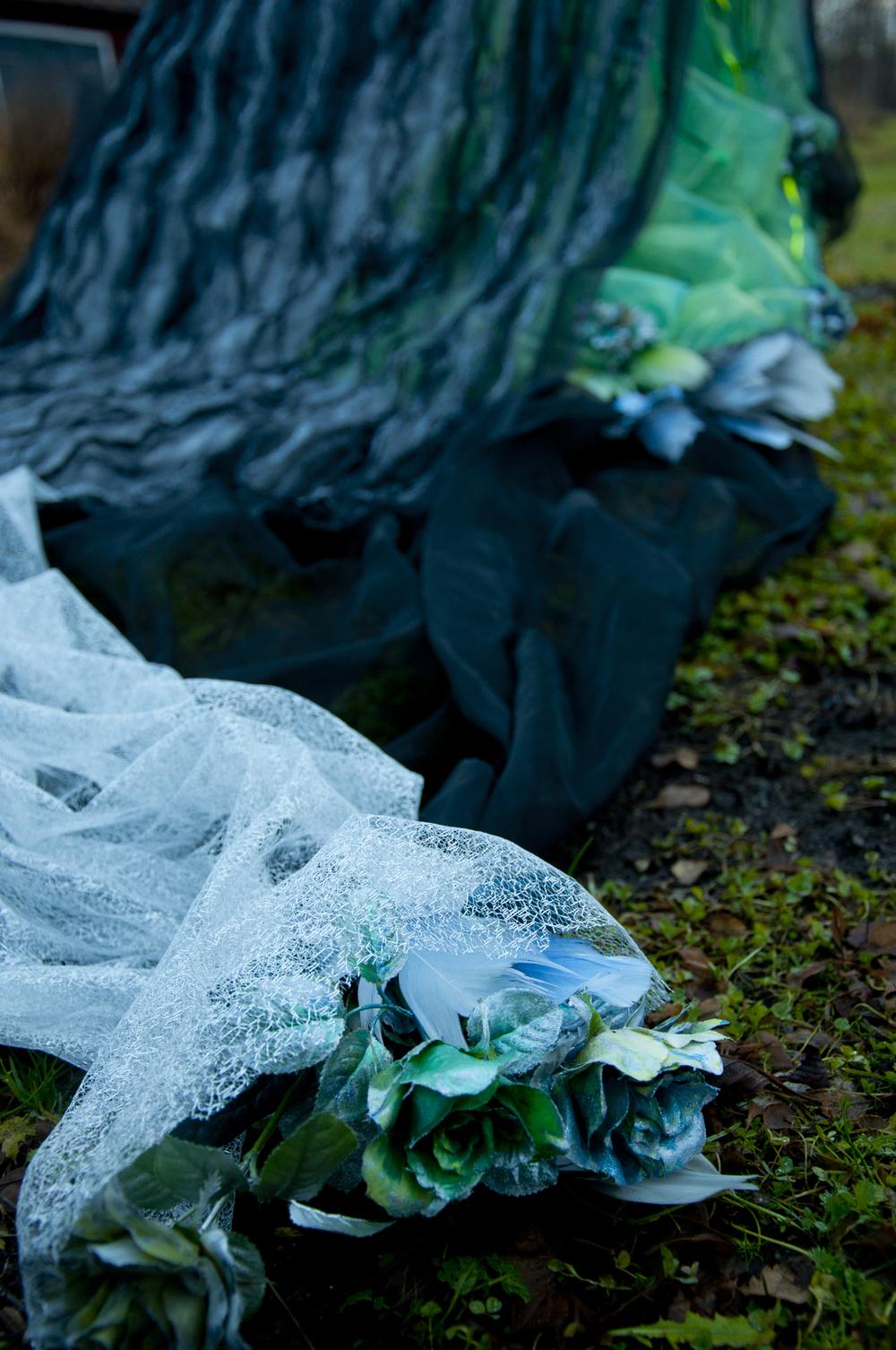 Smygbild av årets nydesignade klänningsom Lucia i folktron kommer att bära under Midvinterglöd 2013.Foto: Petra Shara Stoor