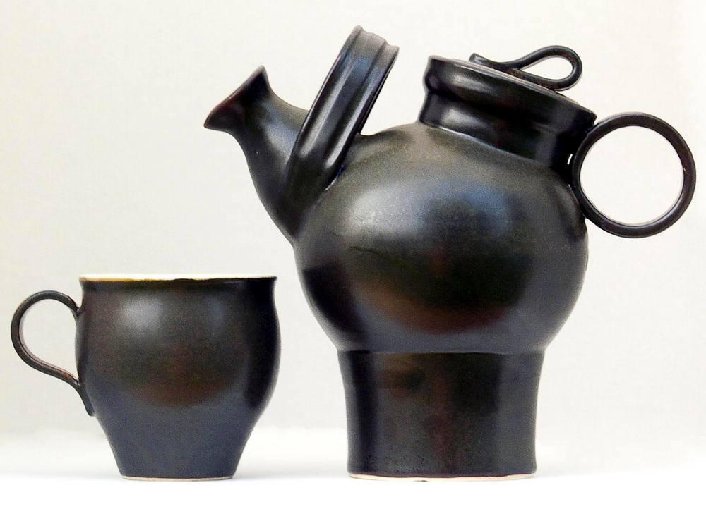 Keramiker Malte Larsson, M-form medverkar på Midvinterglöds julmarknad.