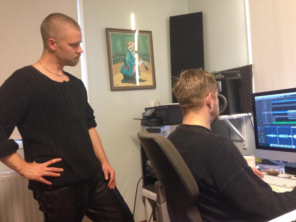 Leo Flavum och Thomas von Wachenfeldt höll i trådarna för inspelningen i SensaVibs studio i Gränsfors! Foto: Fredrik Fernlund