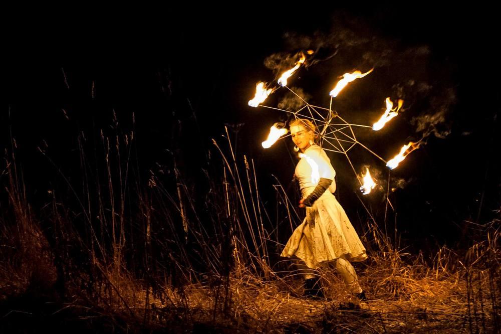 Act of Emotions eldshow på Midvinterglöd 2014 - Vinterväsen. Foto: Martin Burmester